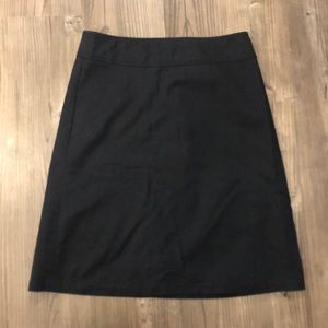 Banana Republic stretch size 6 navy pencil skirt